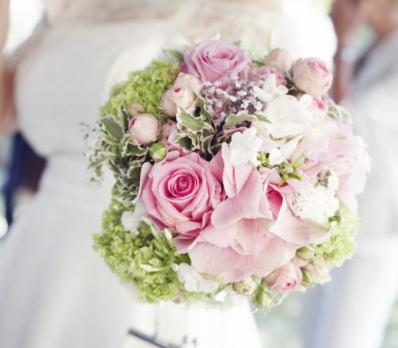 Choisissez votre bouquet de mariée.