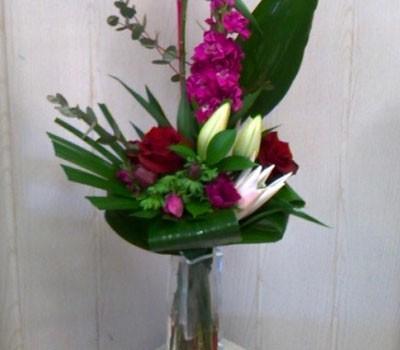 Commandez des fleurs fraîches pour décorer votre agence.