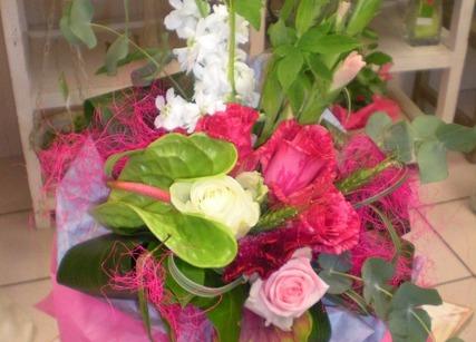 Belle composition de fleurs exotiques