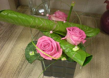 Belle composition de roses colorées