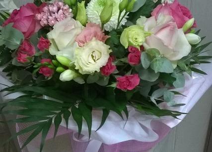 Offrir bouquet de fleur avec lys