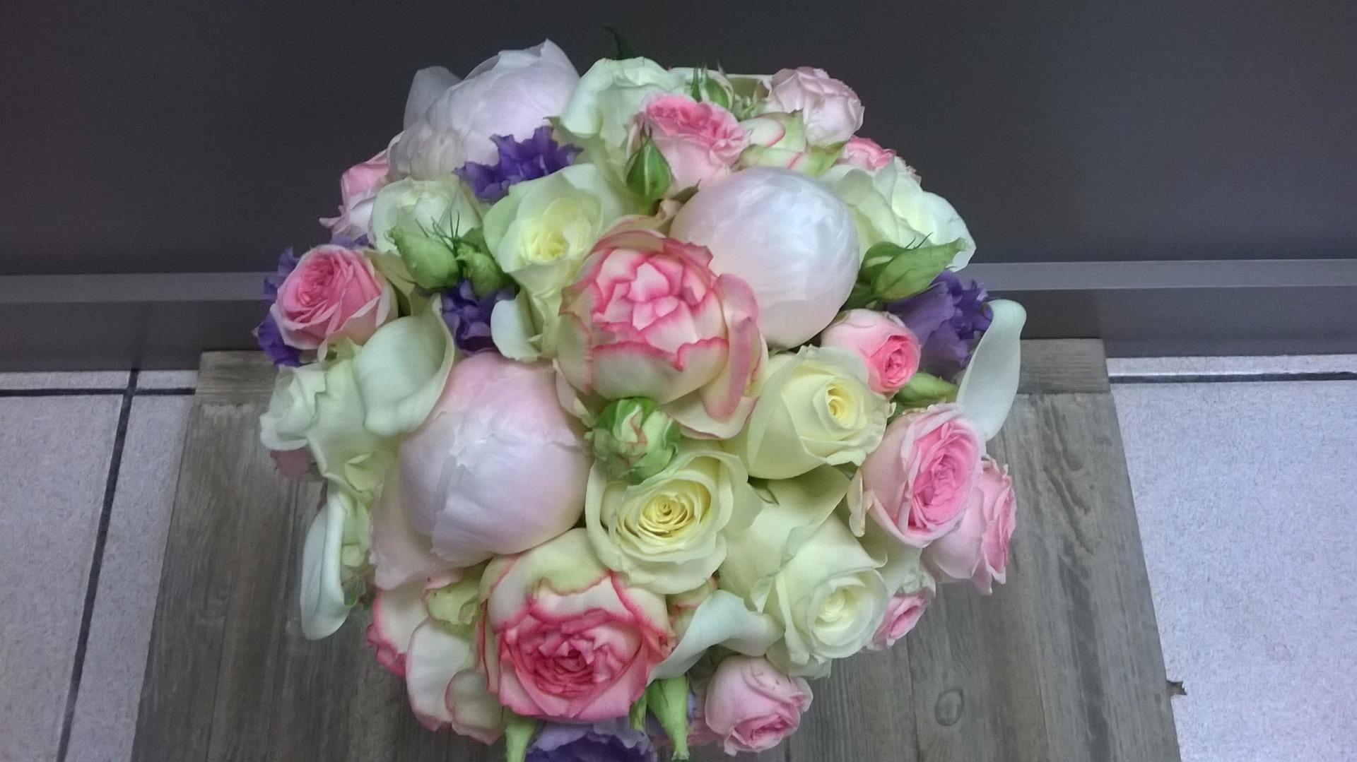 une fleuriste pour la décoration de votre mariage et votre bouquet.